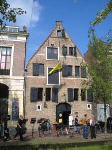 Tour Delft and Sightsee one pof the oldest houses in Delft