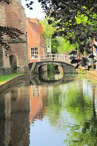 Tour Delft along the canals of Old Delft and walk in the steps of Vemeer